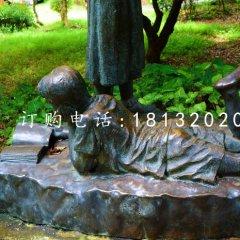 小孩趴着看书雕塑,公园景观铜雕