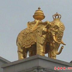 玻璃钢贴金广场大象雕塑