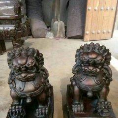 铸铜寺庙门口传统狮子雕塑