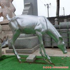 不锈钢小鹿吃草雕塑