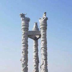 广场汉白玉三面龙柱石雕