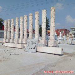 广场十二生肖浮雕石柱