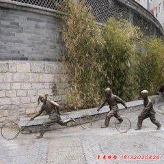 铜雕滚铁环的儿童