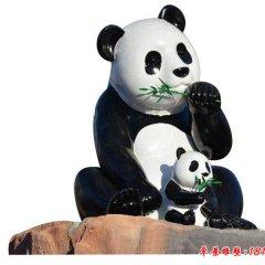 玻璃鋼仿真熊貓吃竹子