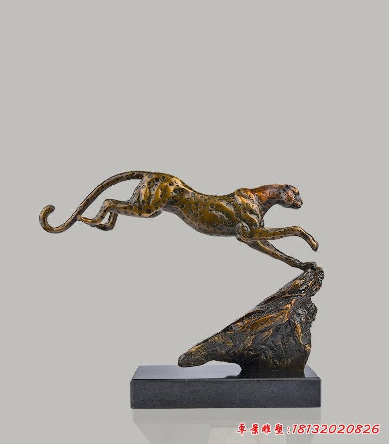 奔跑的豹子铜雕