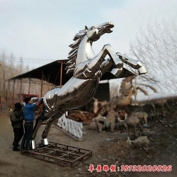 不锈钢镜面奔马雕塑