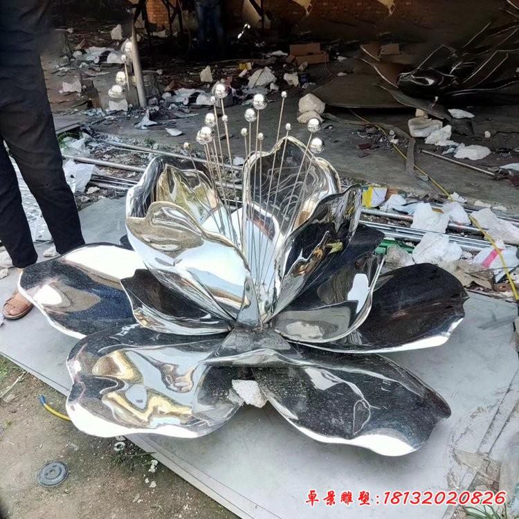 不锈钢镜面荷花雕塑