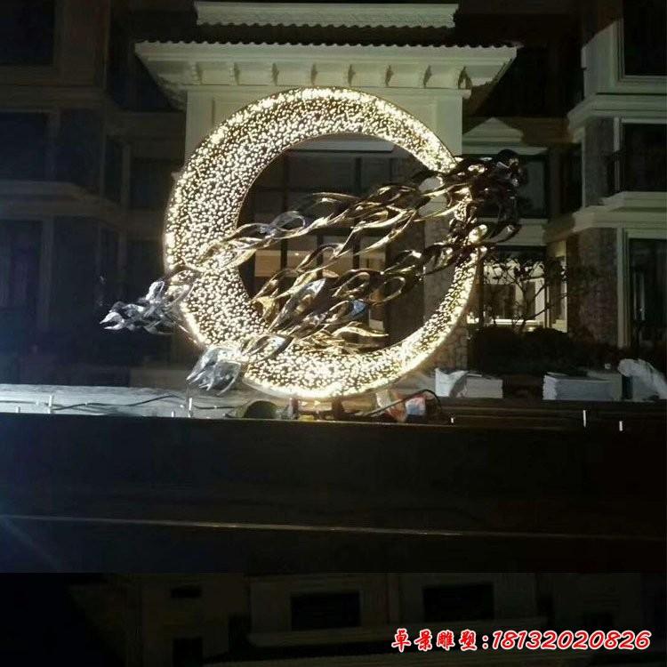 不锈钢灯光圆环和鱼群雕塑
