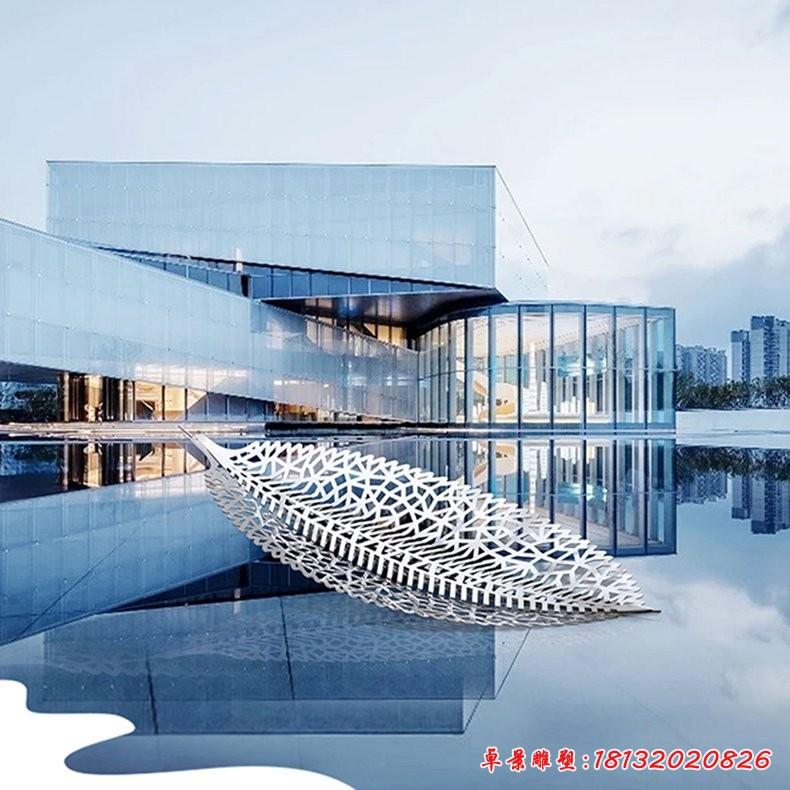 不锈钢镂空一叶扁舟雕塑