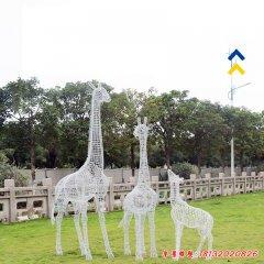 不锈钢镂空长颈鹿雕塑
