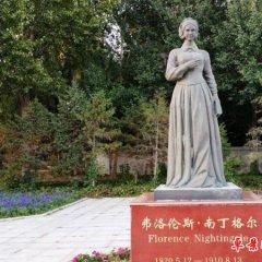 西方名人南丁格爾銅雕像
