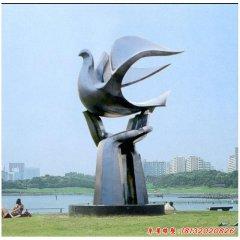 不锈钢手托和平鸽雕塑