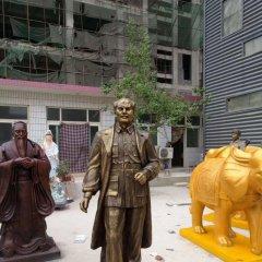 医院名人白求恩铜雕像