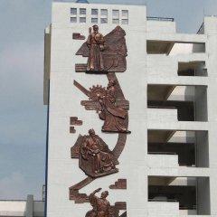 学校古代名人铜浮雕