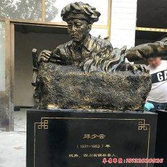 校园名人邱少云头像铜雕