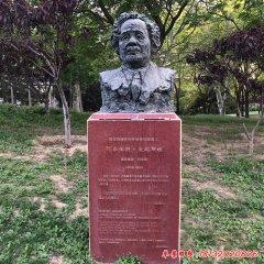 学校名人爱因斯坦铜雕