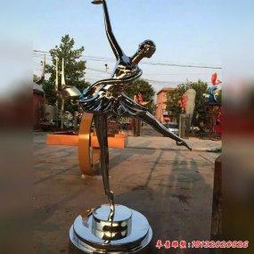 跳舞女孩雕塑